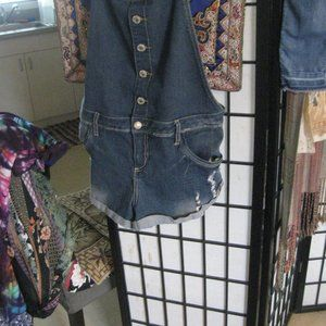 ALMOST FAMOUS DISTRESSED BIB OVERALL SHORTS SZ 15